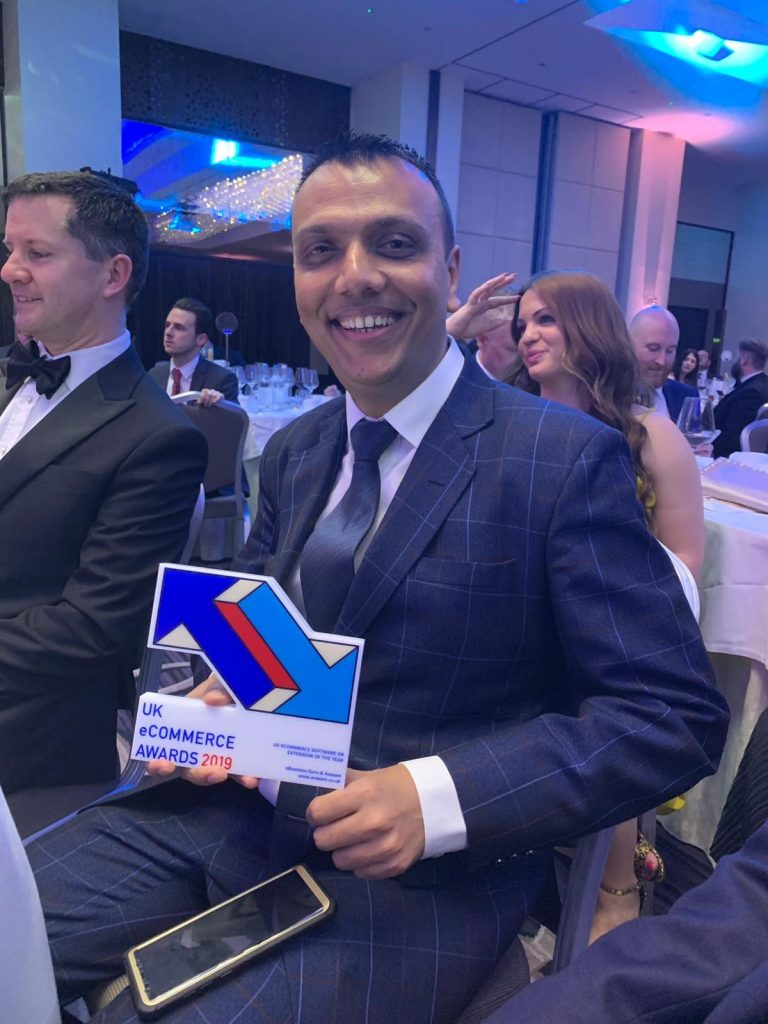 Tejas Dave with UK eCommerce Awards trophy